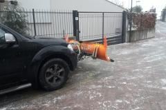 Nissan con lama da neve