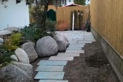 Vialetto con pietra luserna posato a secco